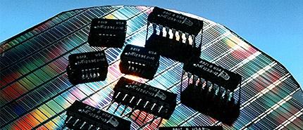 1984 年:美光推出世界上最小的 256K DRAM 晶片
